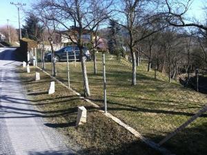 Oplocení Lukov, Sloupky Zn, Pletivo PVC zelene